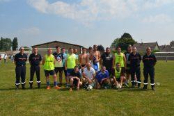 Match de foot, pompiers contre membres de la municipalité